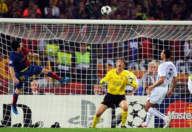 梅西右脚头球不弱只是左脚太强 他争顶曾赢过C罗