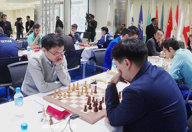 中国国象男队余泱漪在比赛中