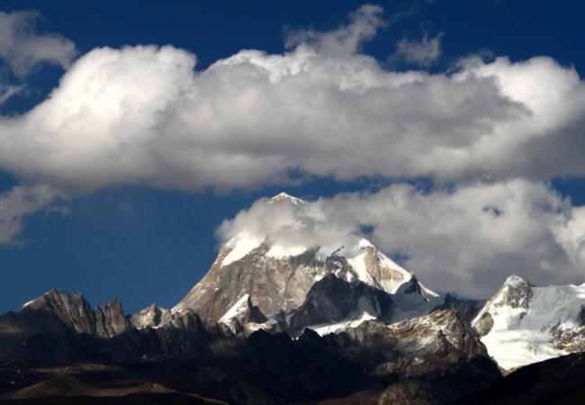 从西藏到阿根廷 西日措惊艳亮相青奥会田径场
