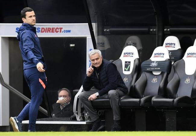 穆里尼奥:防守不稳鼓舞对手 争四不能只盯切尔西