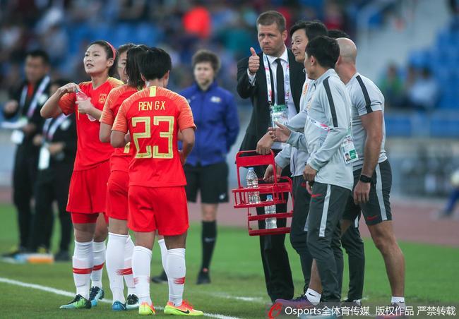中国女足击败泰国女足