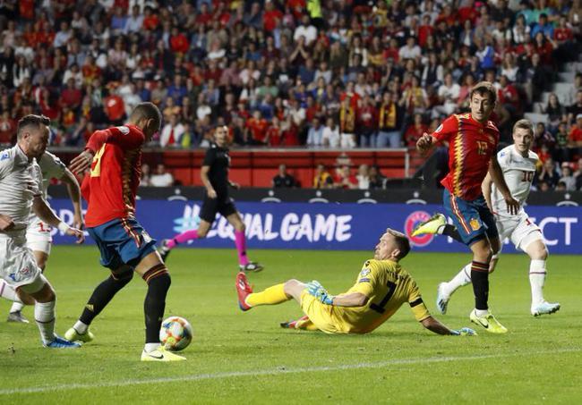 欧预赛-双锋2球 拉莫斯平纪录 西班牙4-