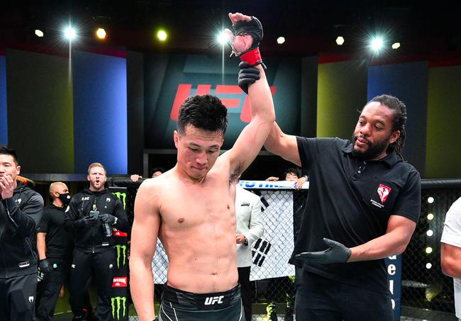 UFC格斗之夜:郑赞成一致判定击败伊盖