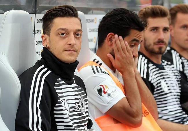目前离世界杯开幕还有一周左右的时间,厄齐尔赶上首战的希望还是非常图片