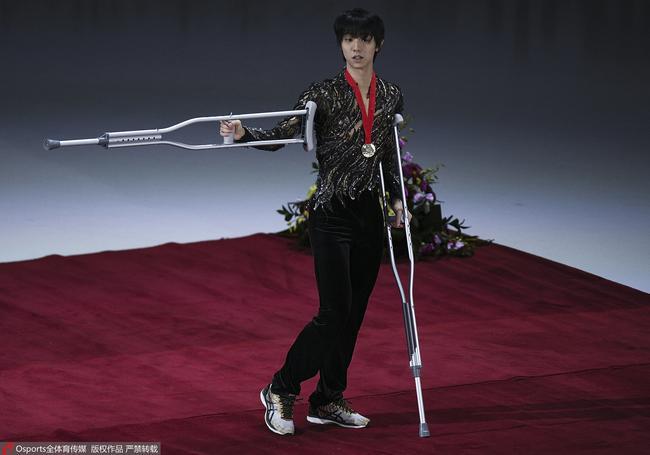 羽生结弦在莫斯科大奖赛期间受伤。图/Osports
