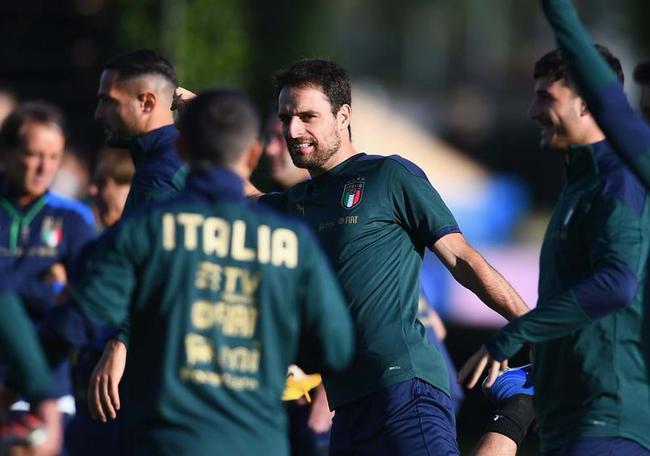 欧国联-莱万贝洛蒂难破门 意大利客场平19场不败