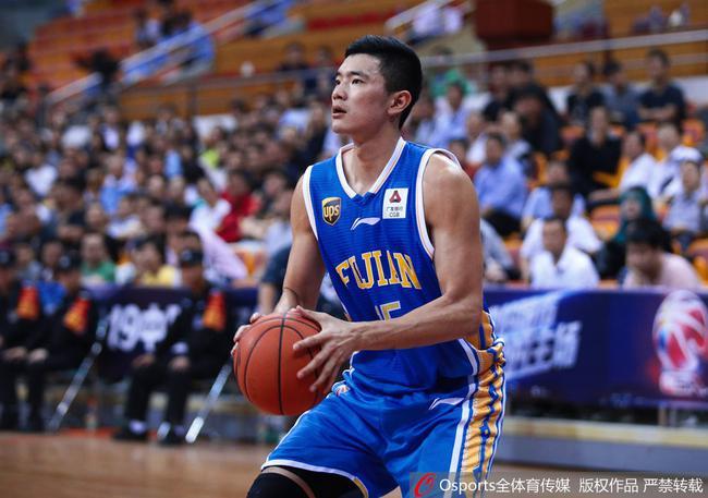 陳林堅在比賽中投籃