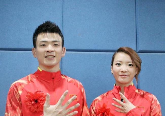 郑思维(左)