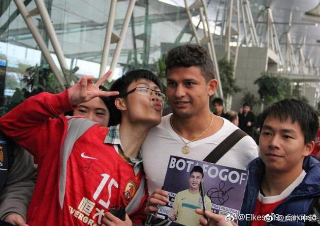 艾克森刚到中国的样子
