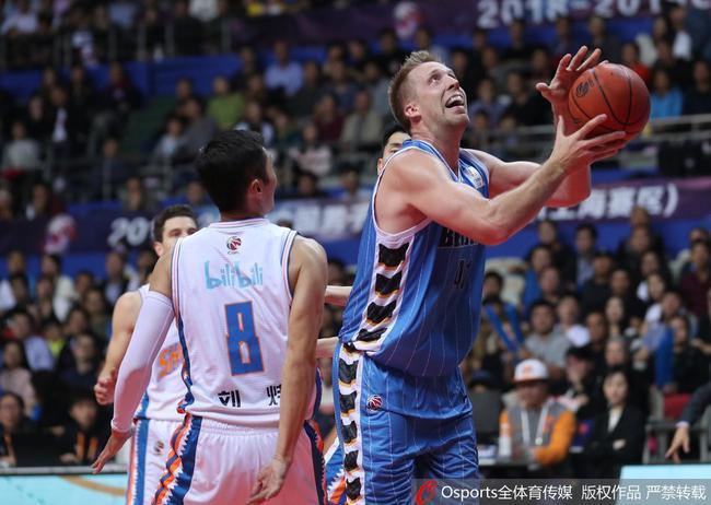 汉密尔顿31分北京终结上海5连胜 斯科拉27+8
