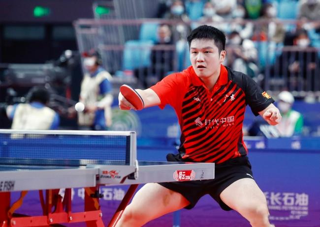 全运男团决赛-樊振东3-0王楚钦 末局连下5分胜出