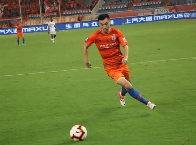 鲁能新赛季防线解析:2人面临竞争 人员选择丰富