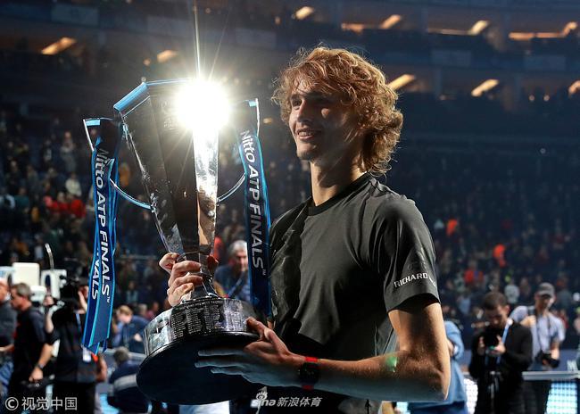 21岁的兹维列夫赢得总决赛冠军