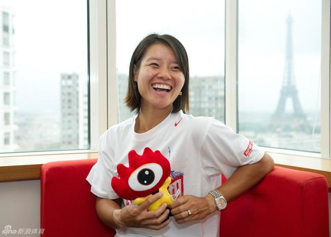 中国姑娘羸弱的红土 更显当年李娜法网夺冠的神奇