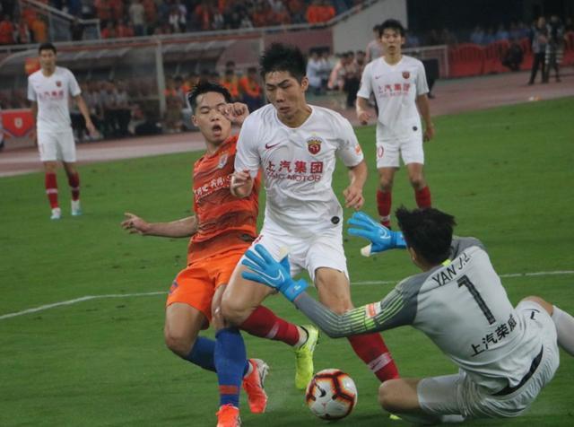 段刘愚一数据连续两场队内第一 身边有榜样进步明显