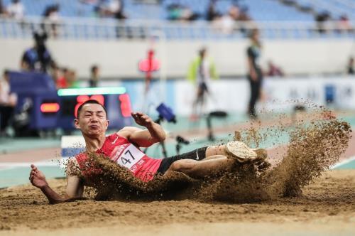 2019年全国田径锦标赛,张耀广不敌黄常洲收获一枚银牌。组委会供图