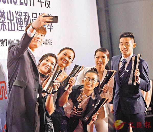张家朗(左起)与余翠怡、李慧诗、吴安仪、何健欣及黄镇廷合影。