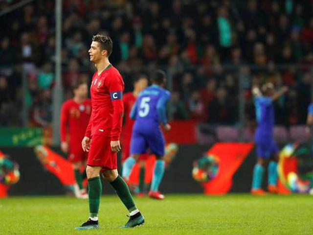视频-C罗无建树坎塞洛遭红牌 荷兰3球完胜葡萄牙