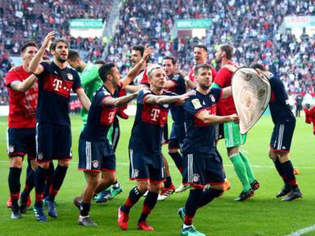 拜仁提前5轮夺冠赛后欢庆