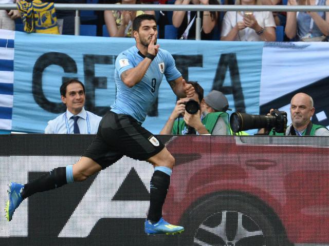 百场里程碑进球!乌拉圭神锋苏亚雷斯双喜临门