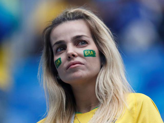 桑巴美女场边助力 不仅比赛精彩球迷更有魅力