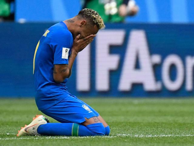 内马尔那些年哭鼻子瞬间 巴西核心承受了太多