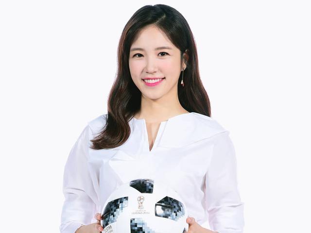 关注微博问候 张艺媛与中国粉丝亲切互动