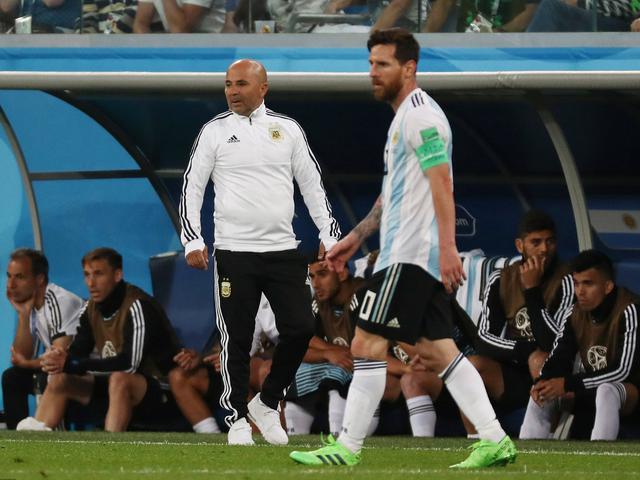 教练队长双重身份 梅西扛着阿根廷艰难前行