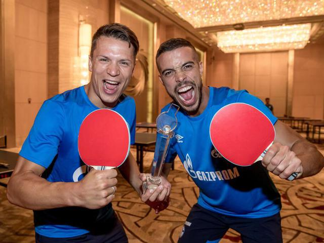 视频-沙尔克04队内上演乒乓球大战 冠军花落谁家?