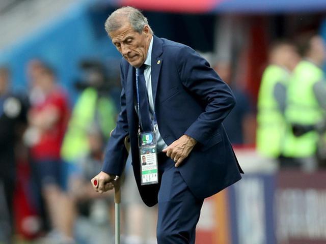 乌拉圭的足球教父 致敬71岁的拄拐老帅塔瓦雷斯
