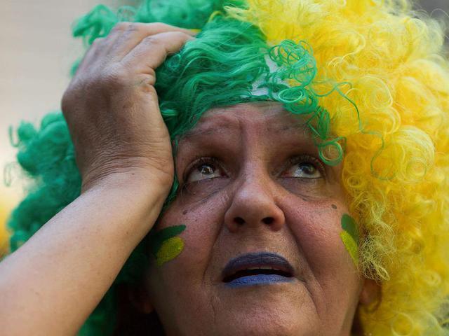 巴西比利时球迷反应对比 日本球迷又捡垃圾