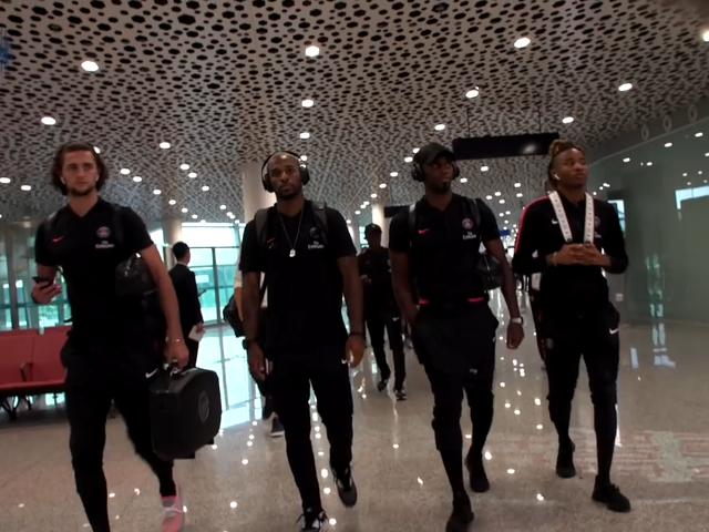 视频-大巴黎亚洲行抵达深圳 球迷机场酒店热情迎接