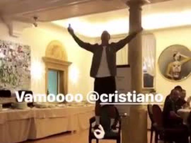 视频-被足球耽误的歌手!C罗尤文赛季启动仪式上献唱