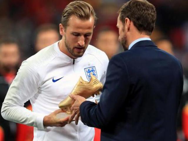 视频-英格兰的骄傲! 凯恩赛前展示世界杯金靴