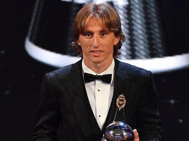 莫德里奇荣膺FIFA足球先生