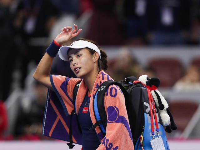 Wozniacki past Wang into China Open final