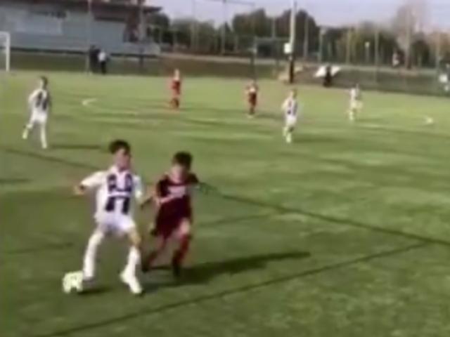 视频-边路踩球过人+戏耍门将 迷你罗进球秀到飞起