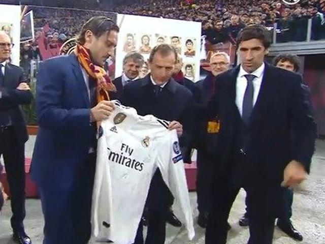 视频-罗马为托蒂举行纪念仪式 皇马送上全队签名球衣