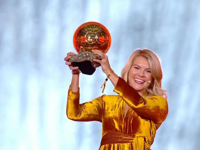 视频-里昂挪威前锋赫格贝里获得首届女子金球奖