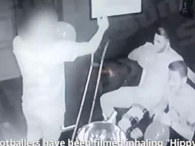 视频-阿森纳球星夜店聚众吸笑气 70名女郎伺候