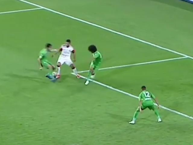 视频-阿联酋联赛碉堡一条龙 连过三人+吊射破门