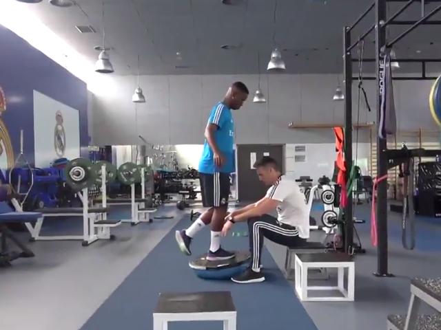 视频-维尼修斯室内训练恢复良好 距回归赛场越来越近