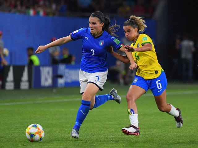 视频-世界杯玛塔创历史 巴西小胜意大利双双晋级