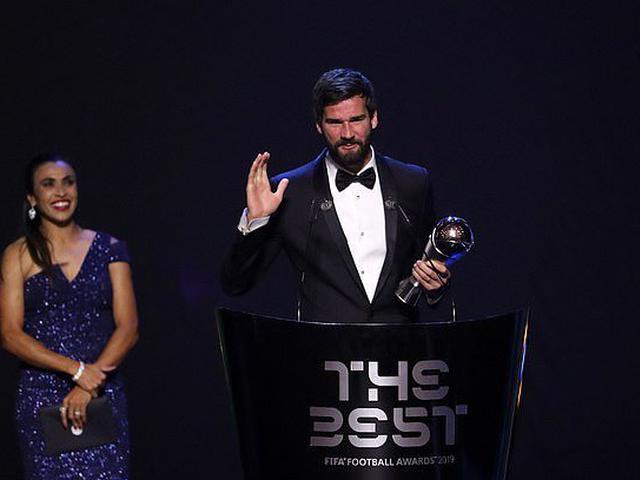 视频-FIFA年度最佳门将!利物浦门将阿利松荣获