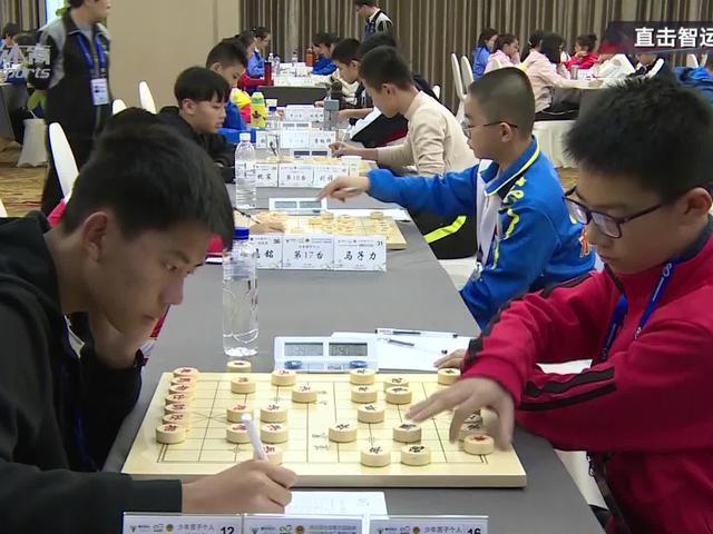 视频-上海象棋少年赛场取经 专业棋手陪练提升技艺