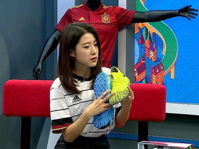 视频-《足球装备库》欧洲杯比赛球、服陆续上市