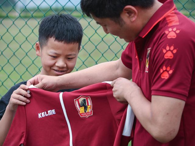 贵州恒丰助力少年的足球梦