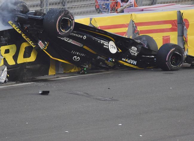 霍肯伯格在F1阿布扎比站中翻车