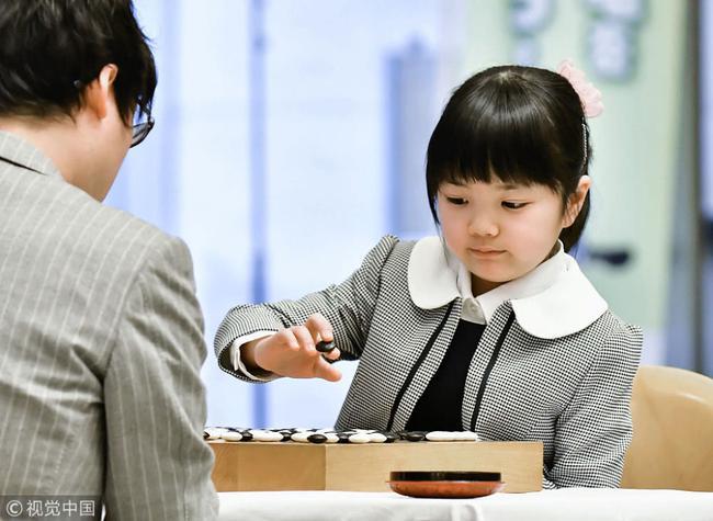 仲邑菫在比赛中(图片来源:视觉中国)
