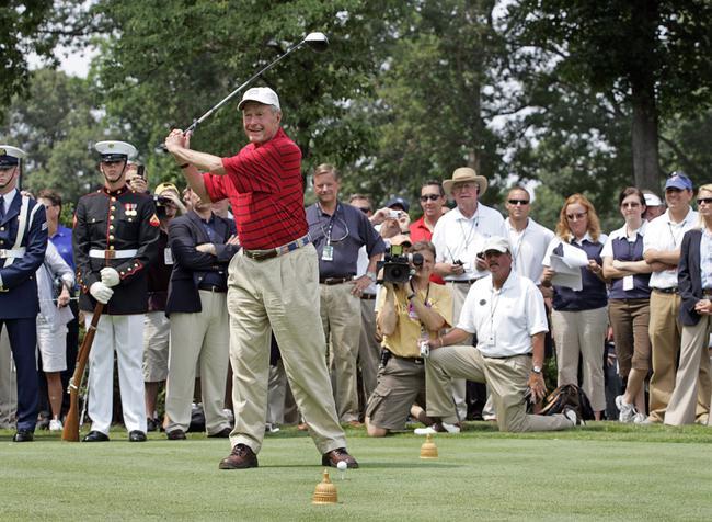 老布什打高尔夫